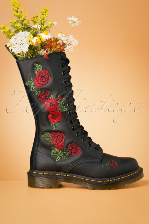 Dr Martens 29097 Docs Boots Black Roses Red 20190723 004 W