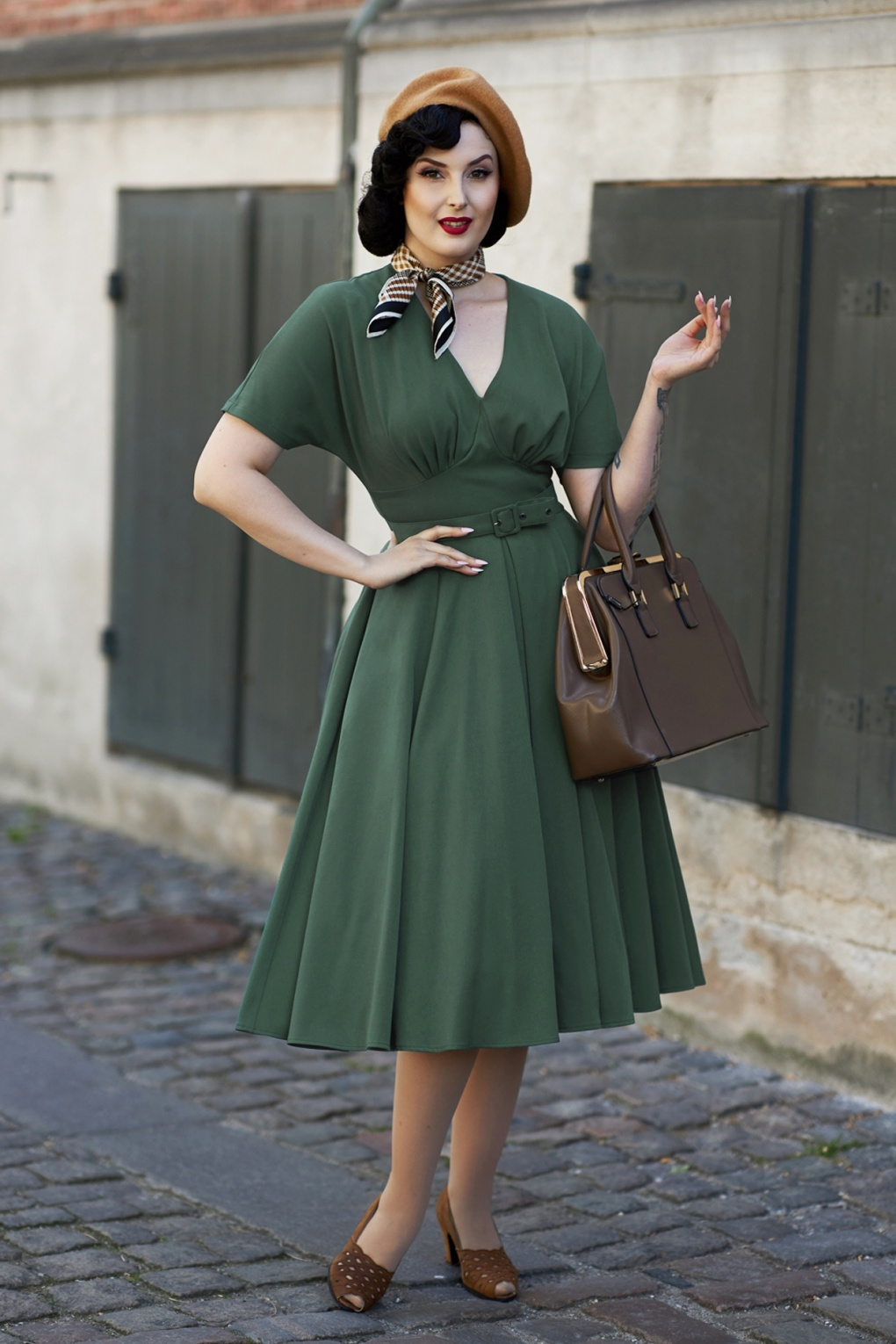 1950s Dresses, 50s Dresses | 1950s Style Dresses 50s Athena Dolman Swing Dress in Dark Green £94.85 AT vintagedancer.com