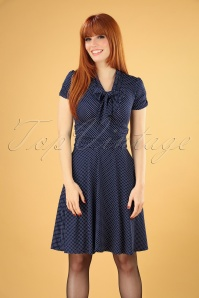 Debra Pin Dot Swing Dress Années 50 en Bleu Marine