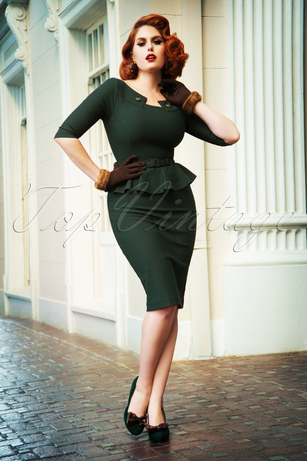 1950s Dresses, 50s Dresses | 1950s Style Dresses The Irene Pencil Dress in Forest Green £105.83 AT vintagedancer.com