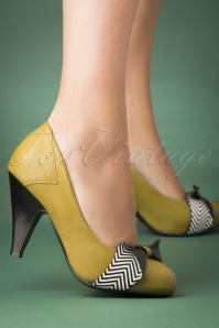 Banned Retro 60s Touch Of Grace Pumps in Green