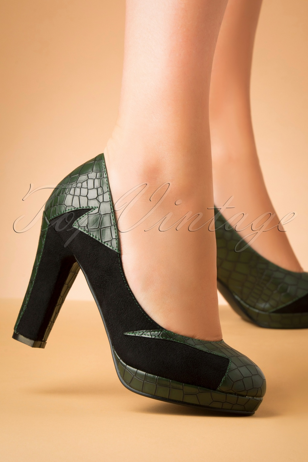 1950s Style Shoes | Heels, Flats, Saddle Shoes 50s Bloom At Night Pumps in Green £53.38 AT vintagedancer.com