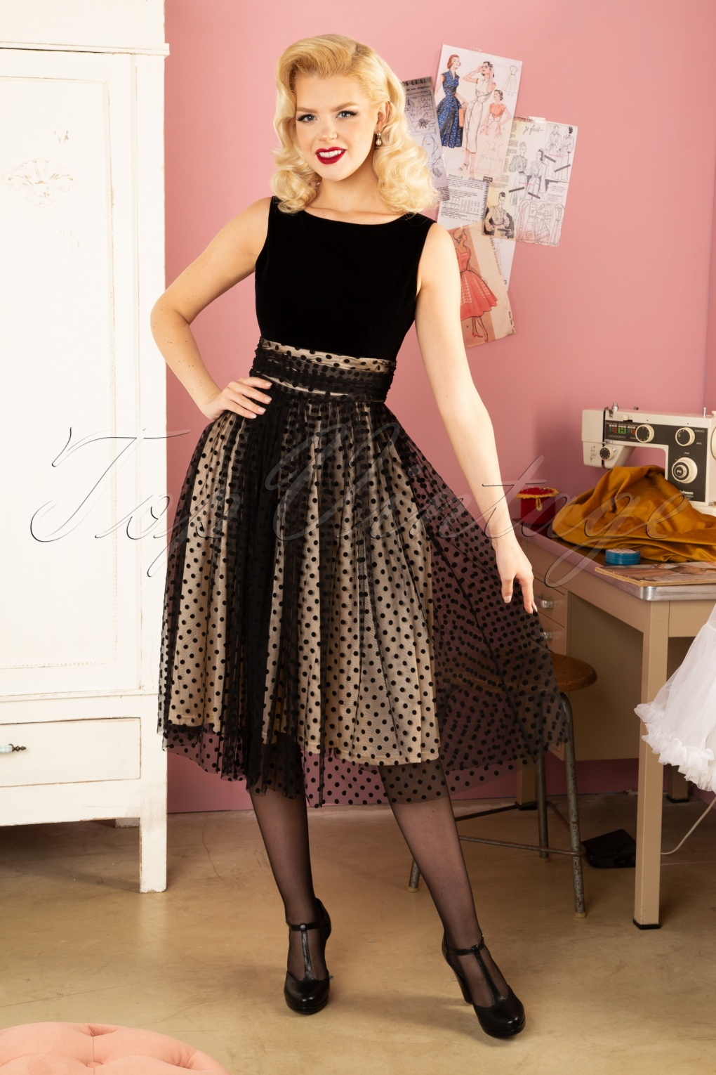 50s Dresses UK | 1950s Dresses, Shoes & Clothing Shops 50s Velvet Love Swing Dress in Black £61.31 AT vintagedancer.com