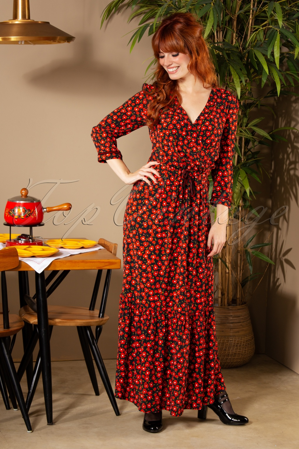 Elegance A La Francaise 70s robe réusitte maxi dress in black and red