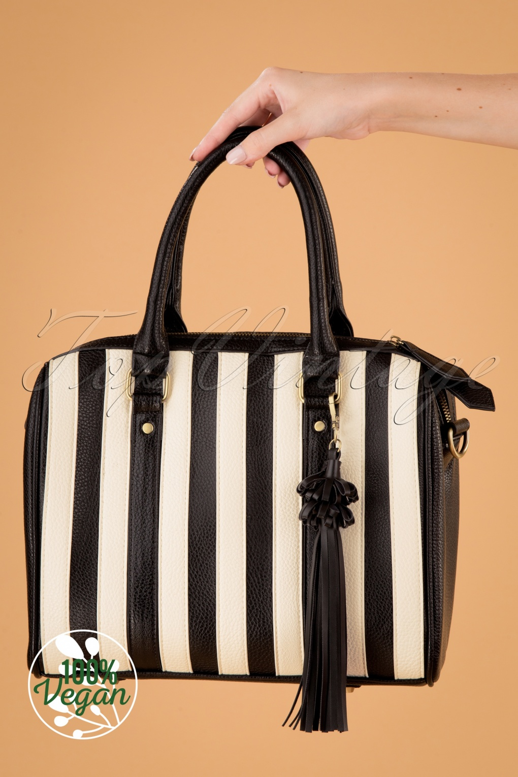 1950s Handbags, Purses, and Evening Bag Styles 50s Viola Small Handbag in Black and White £68.13 AT vintagedancer.com