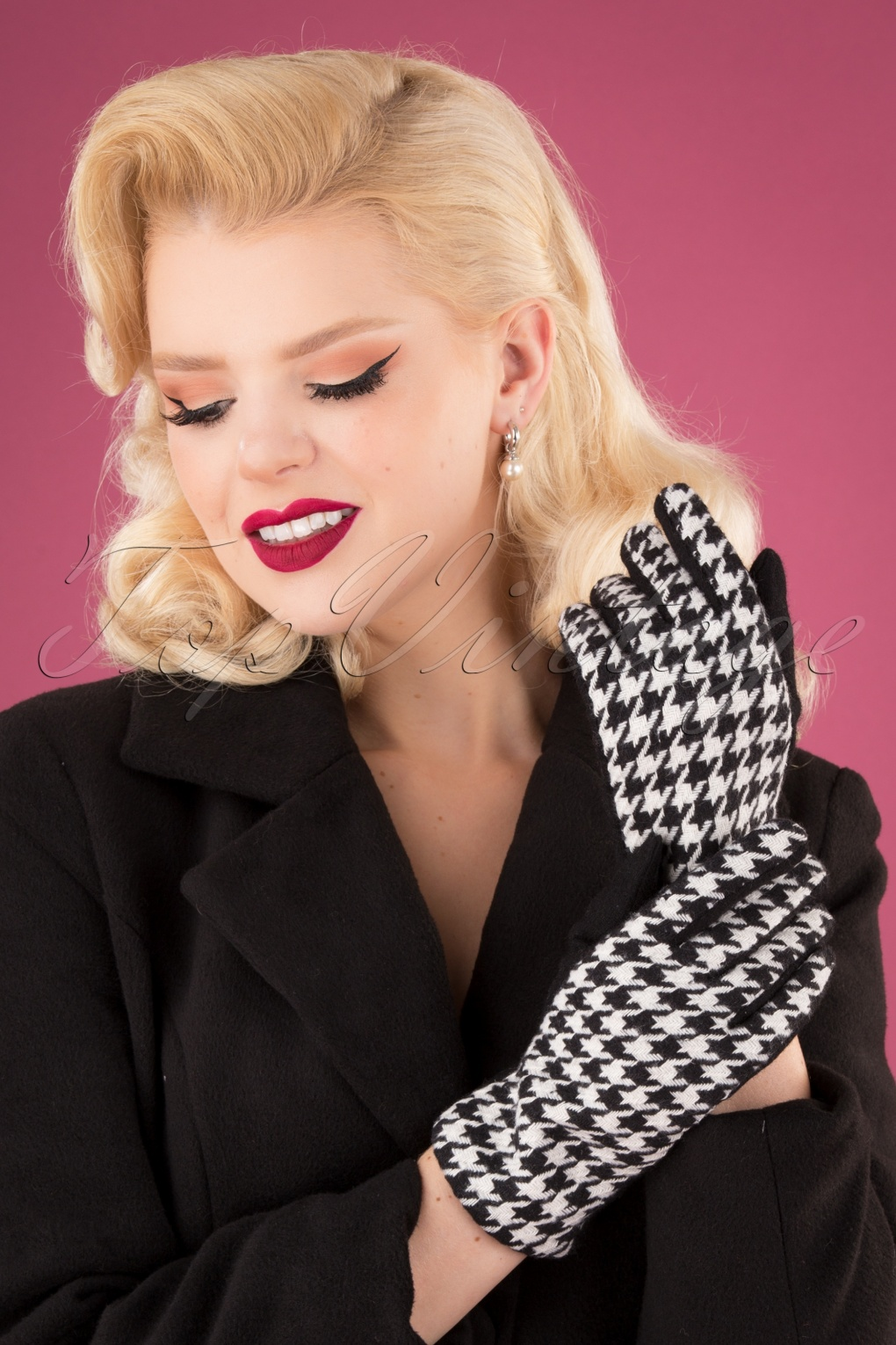 Vintage Style Gloves- Long, Wrist, Evening, Day, Leather, Lace 50s Houndstooth Gloves in Black and White £14.83 AT vintagedancer.com