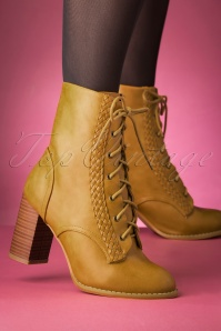 60s Clustered Heritage Boots in Camel