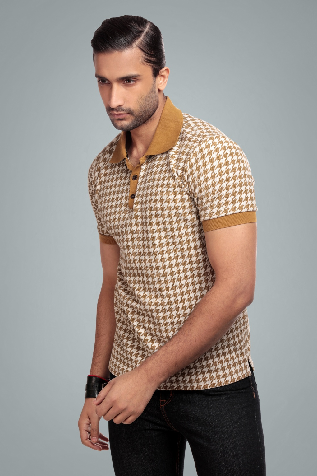 1950s Men's Shirt Styles – Dress Shirts to Casual Pullovers 50s Pablo Dogtooth Polo Shirt in Camel £45.57 AT vintagedancer.com