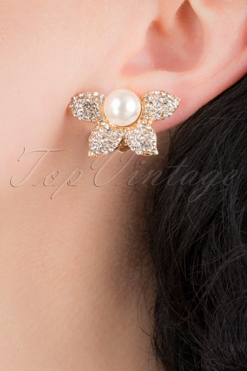 Lovely 31368 Pearl Half Flower Earring 041MW