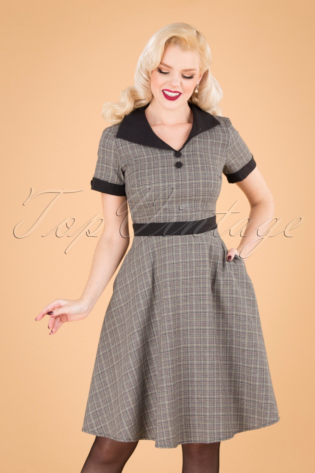 1950s Housewife Dress   50s Day Dresses 50s Happy Check Diner Dress in Grey £46.14 AT vintagedancer.com