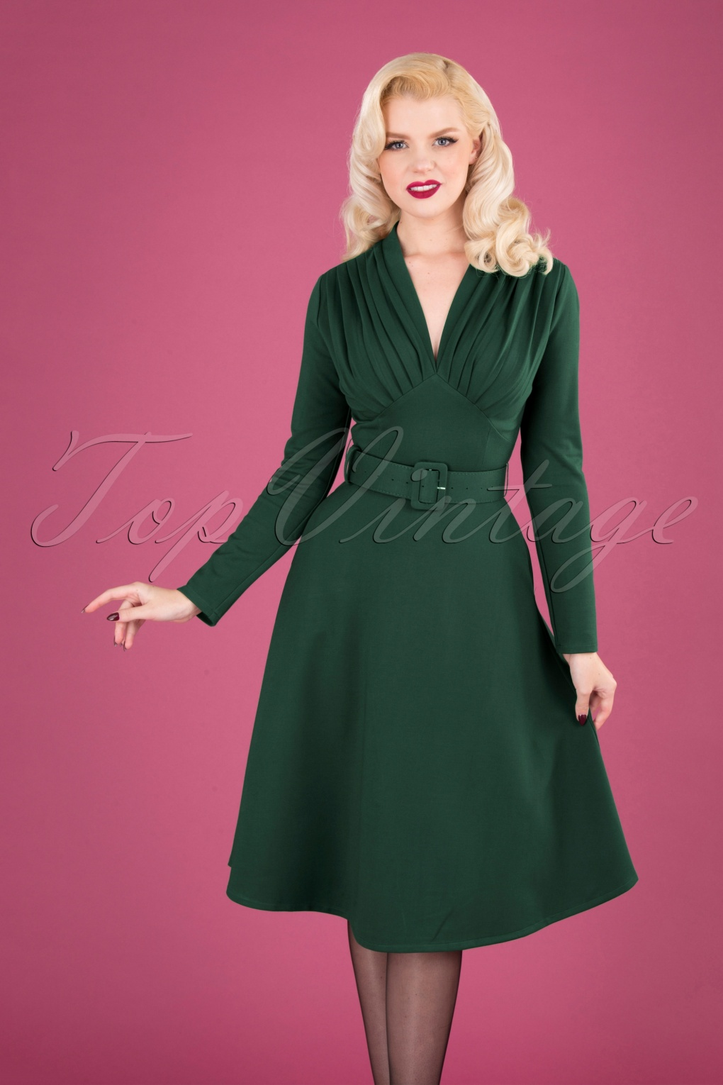 50s Dresses UK | 1950s Dresses, Shoes & Clothing Shops 50s Claudia Swing Dress in Forest Green £126.70 AT vintagedancer.com