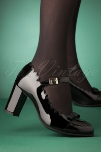 La Veintinueve 60s Penelope Mary Jane Patent Pumps in Black