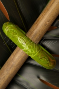 TopVintage Exclusive ~ 40s Alder Midi Carved Bangle in Green
