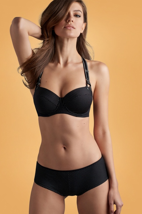 Marlies Dekkers 31273 Gloria Plunge Balconette Pinstripe Bra in Black 31274 Gloria Brazilian Pinstripe Shorts in Black 20191016 020L kopiëren