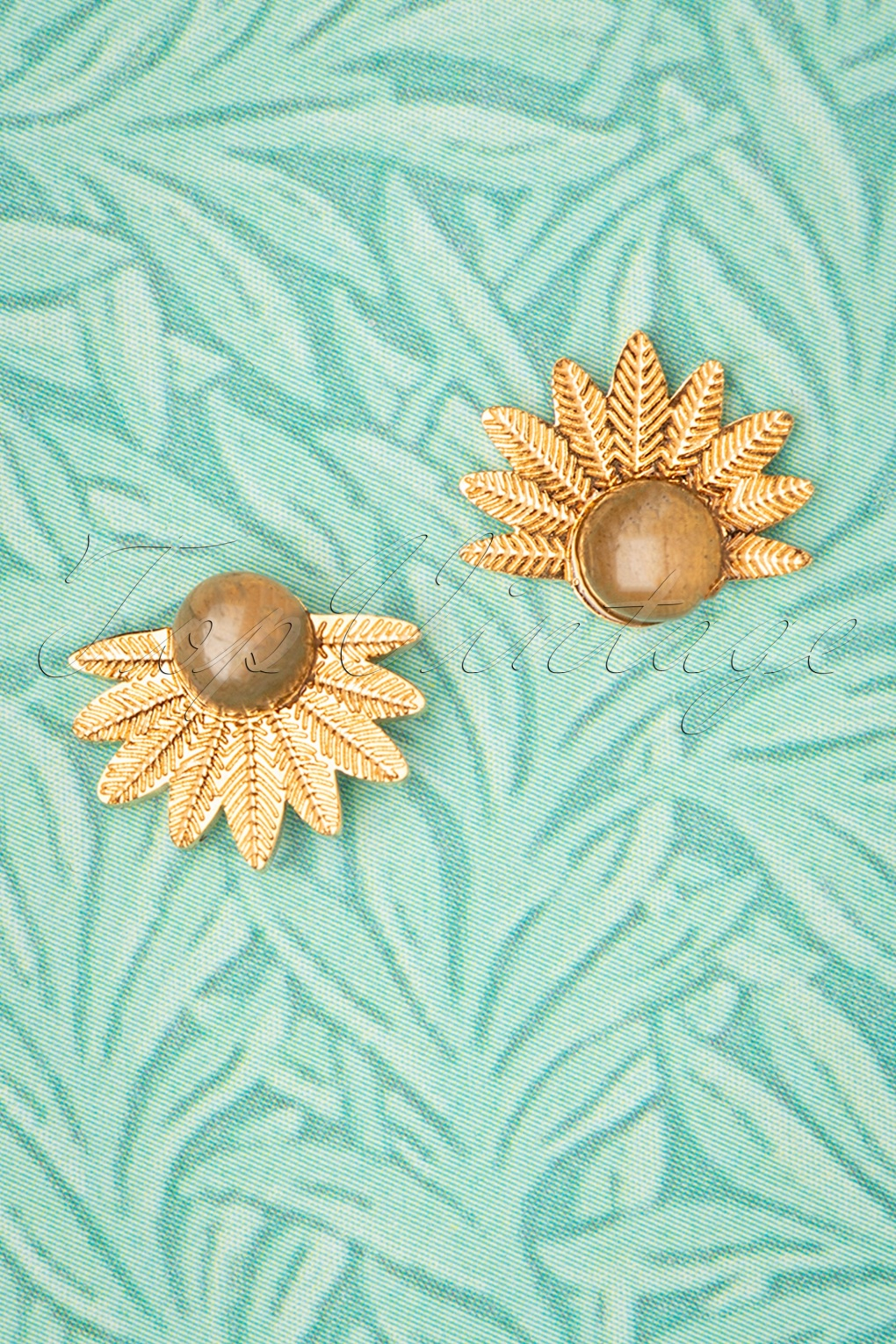 60s -70s Jewelry – Necklaces, Earrings, Rings, Bracelets 50s Leaves Studs in Gold Plated £10.96 AT vintagedancer.com