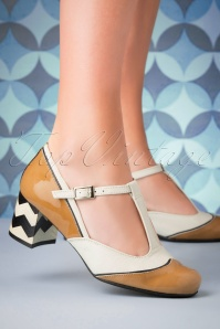 60s Vintage Cat Leather Pumps in Camel