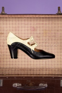 TopVintage Boutique Collection 40s Back In Time Leather Pumps in Black and White