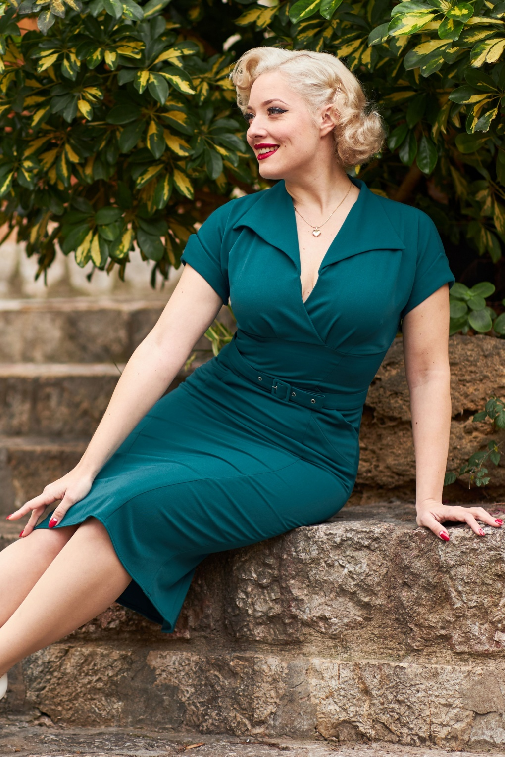 1950s Pencil Dresses & Wiggle Dress Styles 50s Fancy Kat Empowering Wiggle Dress in Teal £99.33 AT vintagedancer.com