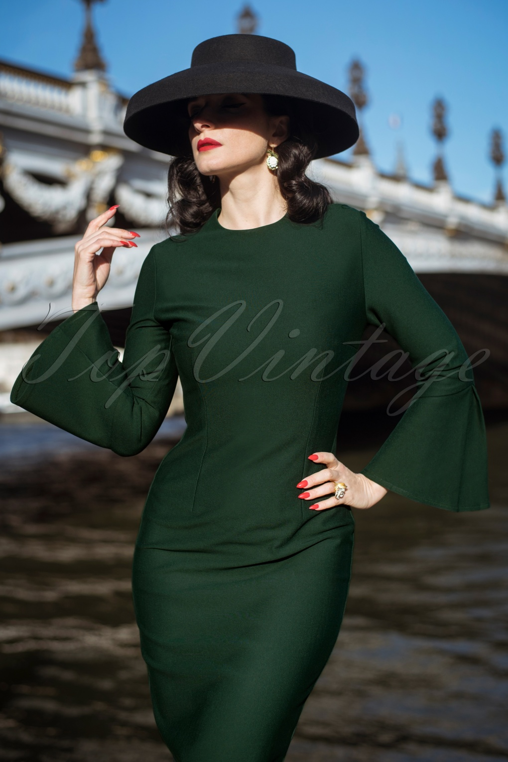 1950s Dresses, 50s Dresses | 1950s Style Dresses The Tawny Pencil Dress in Green £103.65 AT vintagedancer.com