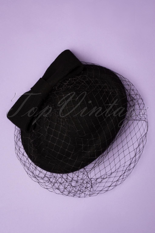 1950s Hats: Pillbox, Fascinator, Wedding, Sun Hats 50s Shamira Fascinator in Black £34.36 AT vintagedancer.com