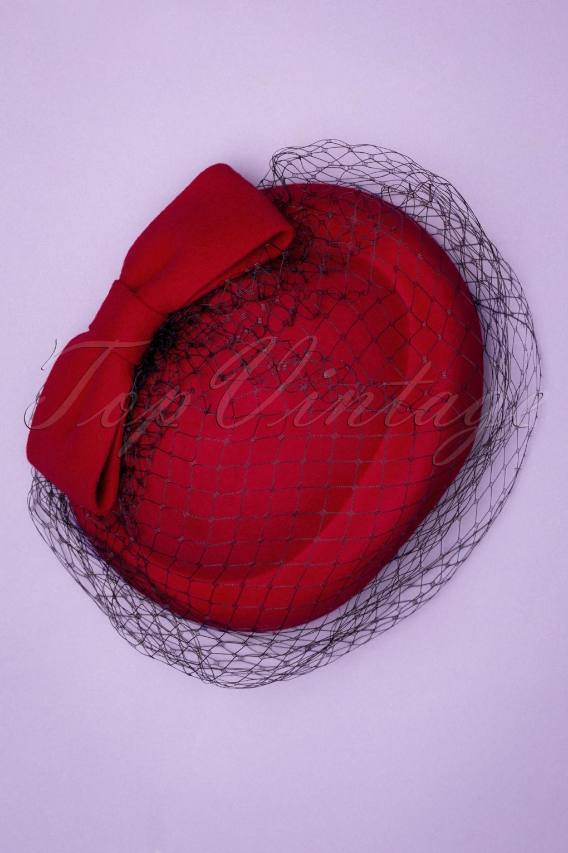 1950s Hats: Pillbox, Fascinator, Wedding, Sun Hats 50s Shamira Fascinator in Lipstick Red £34.38 AT vintagedancer.com