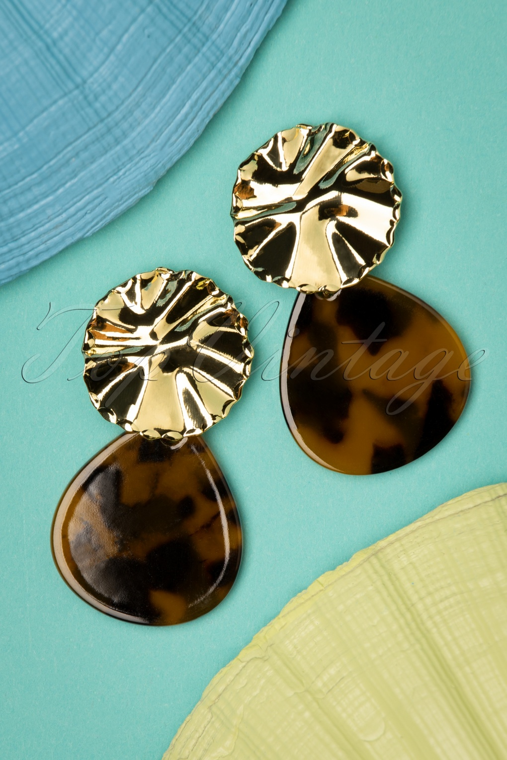 Vintage Style Jewelry, Retro Jewelry 50s Tara Tortoise Earrings in Gold £7.07 AT vintagedancer.com