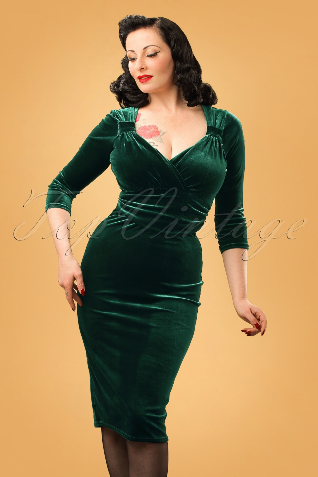 What Did Women Wear in the 1950s? 1950s Fashion Guide 50s Annabelle Velvet Pencil Dress in Dark Green £45.42 AT vintagedancer.com