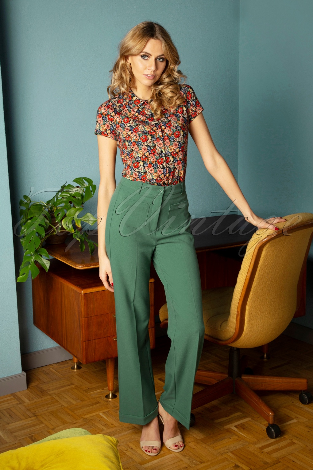 70s Outfits – 70s Style Ideas for Women 70s Garbo Tuillerie Pocket Pants in Fir Green £77.72 AT vintagedancer.com