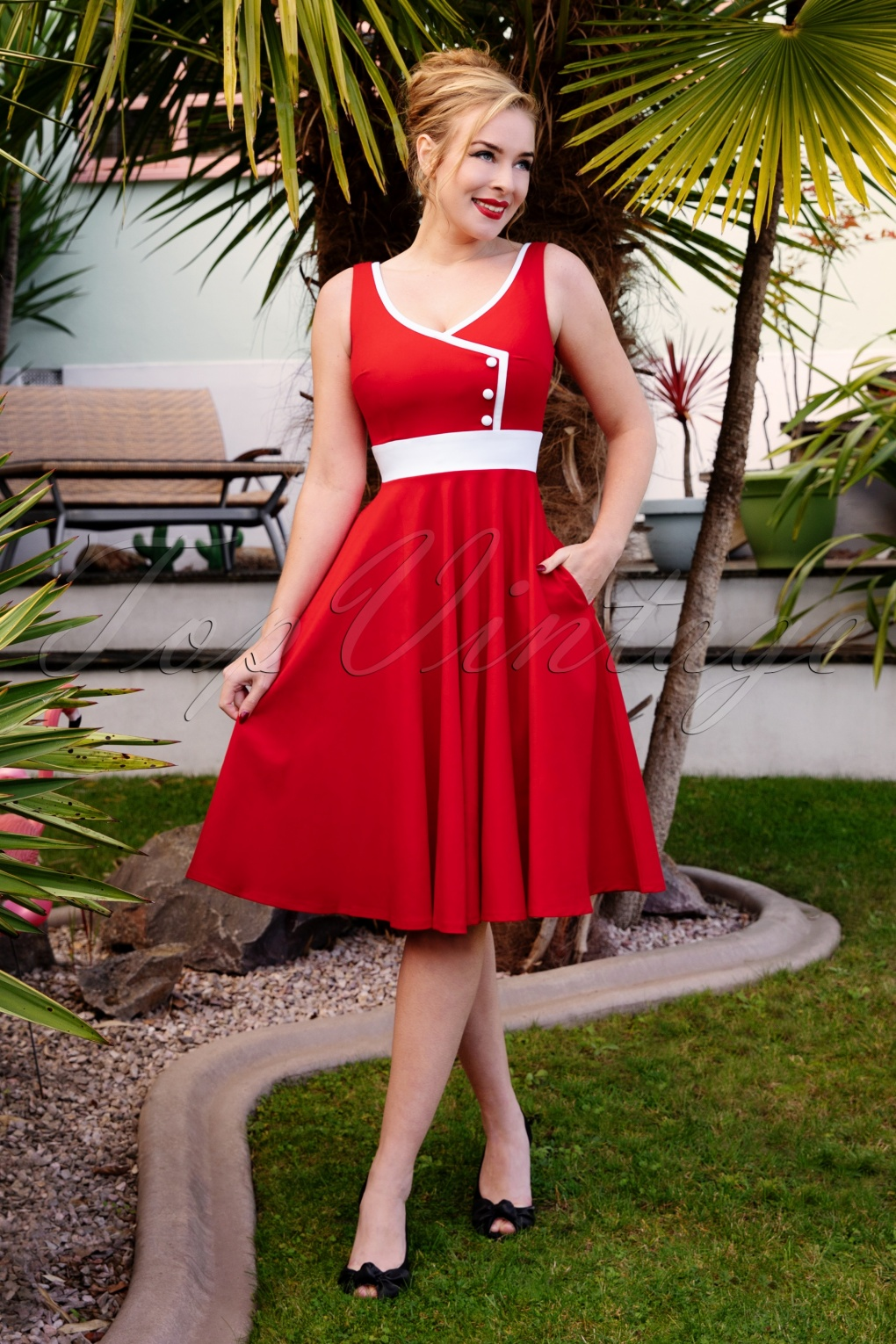 1950s Dresses, 50s Dresses | 1950s Style Dresses 50s Willow Swing Dress in Lipstick Red £19.95 AT vintagedancer.com