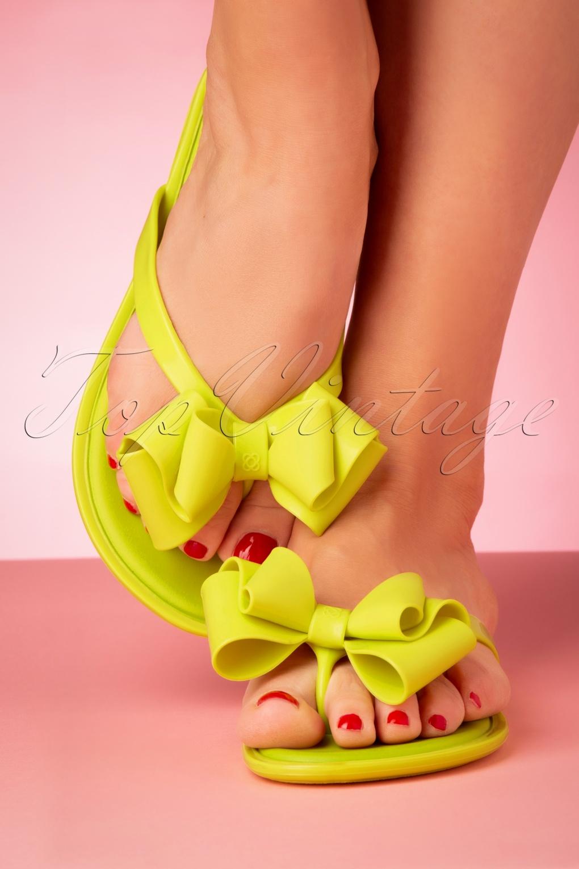Vintage Sandals | Wedges, Espadrilles – 30s, 40s, 50s, 60s, 70s 60s Skip Bow Flip Flops in Lime Green £24.95 AT vintagedancer.com