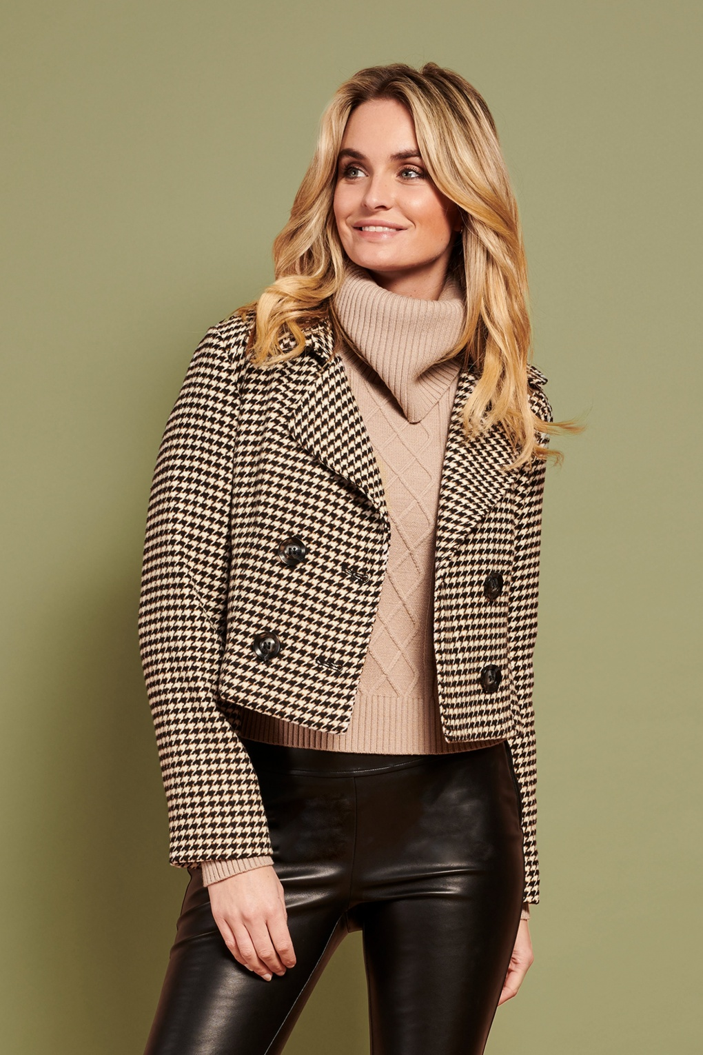 Vintage Coats & Jackets | Retro Coats and Jackets 60s Tully Houndstooth Trench Blazer in Black and Ivory £77.24 AT vintagedancer.com