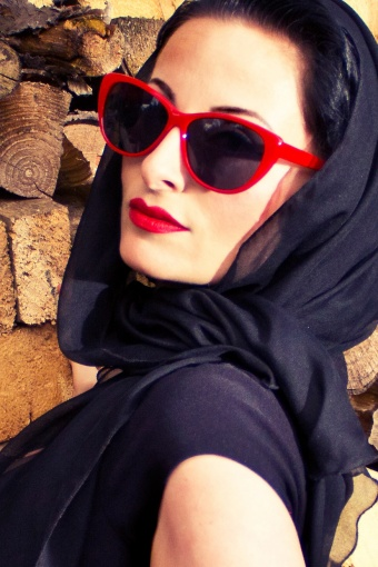 red_sunglass