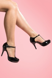 40s Vintage Lacquer T-Strap Pumps in Black