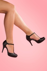 Tamaris 40s Vintage T-Strap Pumps in Black