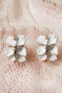 From Paris With Love Pretty White Camelia Earstuds 331 50 10183 20141111 0013W