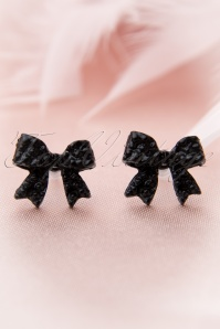 Go with the bow! Earstuds Black Bow