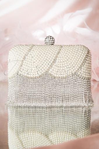 La Parisienne Pearl Dimond Clutch 210 92 14635 01192015 01W