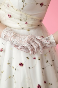 Juliette's Romance 50s Lady Mary Capucine Cream Lace Gloves