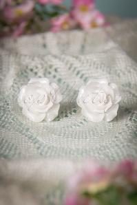 Collectif Clothing 50's English Rose Earstuds White 330 50 10263 20150309 004W