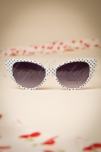 So Retro White Sunglasses White Black 260 59 15004 20150317 001W