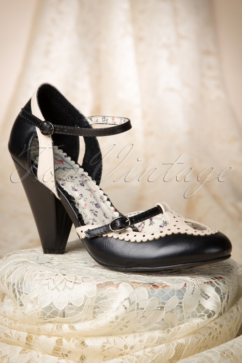 Bettie Page Alicia Black Pump 402 10 14261 04062015 13W