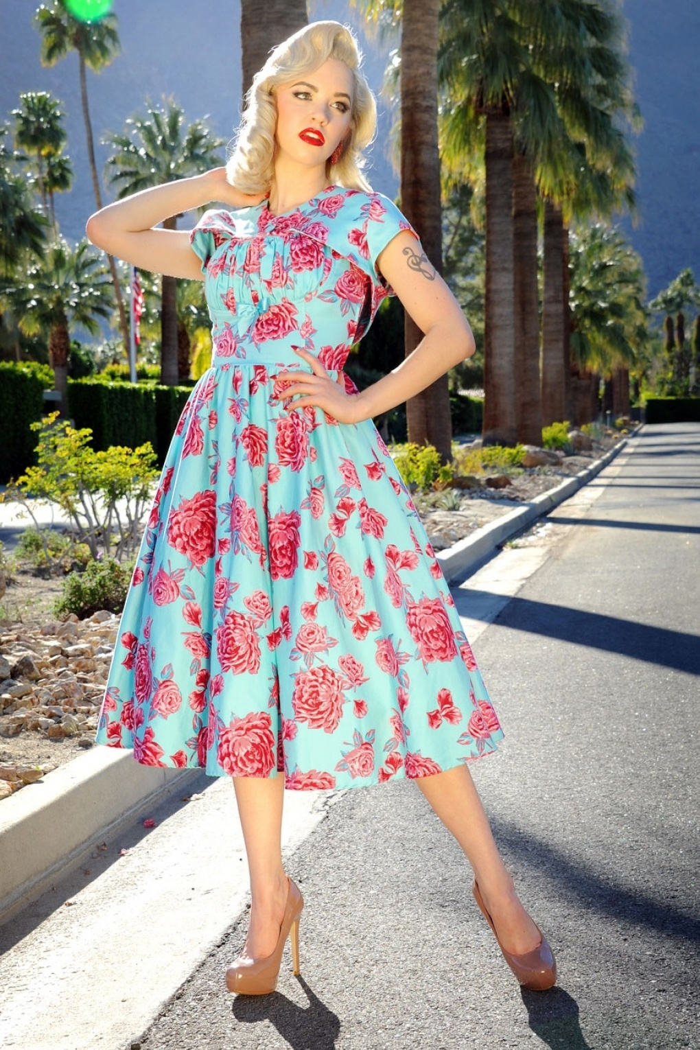 50s Evelyn Dress In Light Blue With Pink Roses