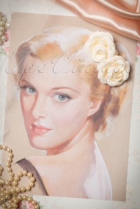 From Paris with love  2001013722 pair of cream roses 07272015 03W