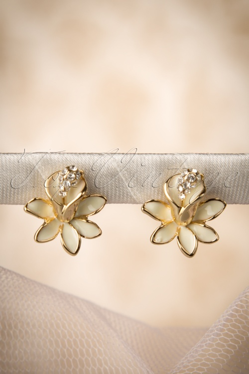 Collectif Clothing Lily Enamel Studs Ivory 331 50 16226 20150928 0012W