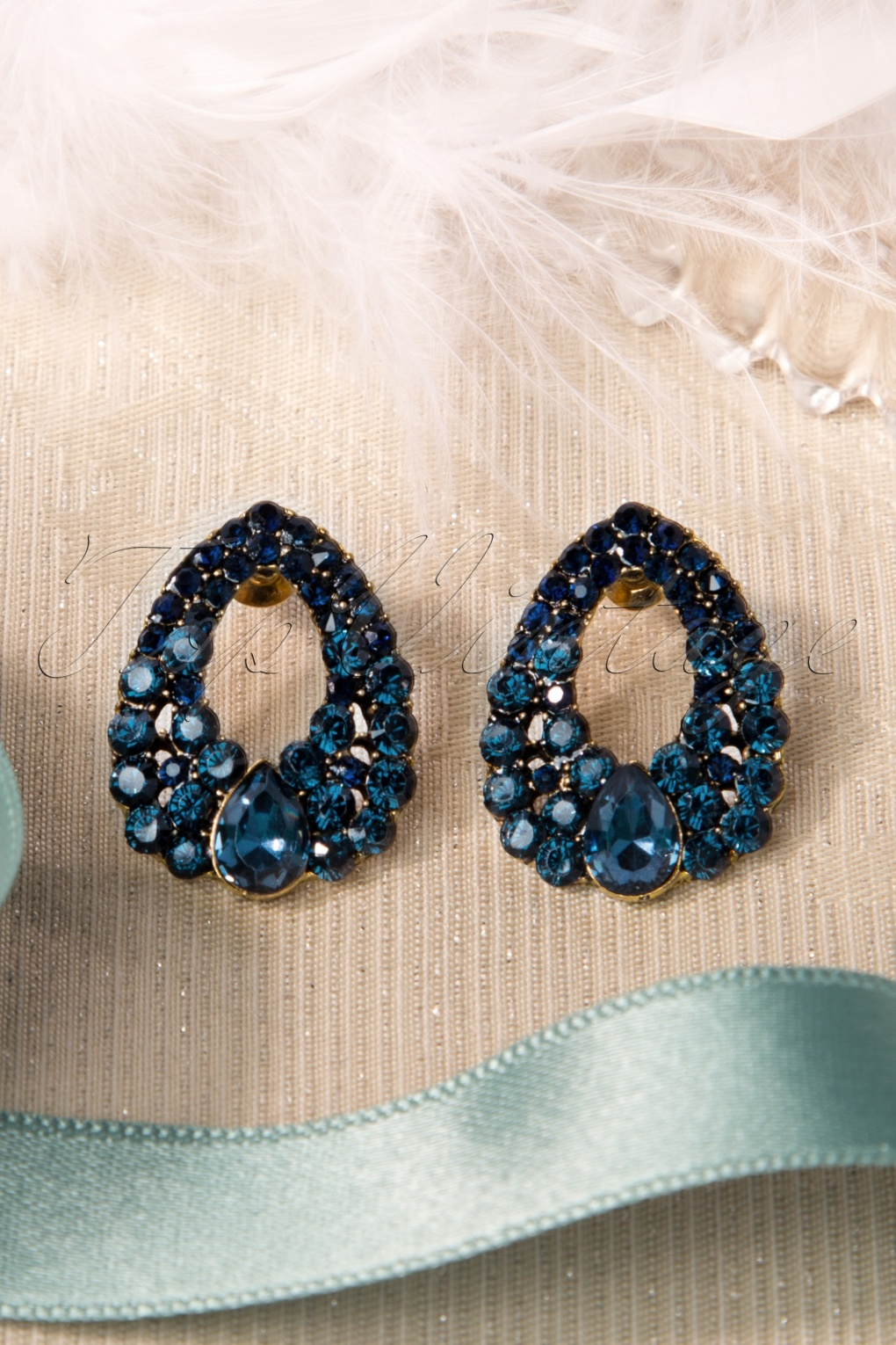 Vintage Style Jewelry, Retro Jewelry 30s Raindrops are Falling Earrings £11.25 AT vintagedancer.com