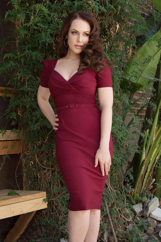 50s Erin Short Sleeve Wiggle Dress in Wine