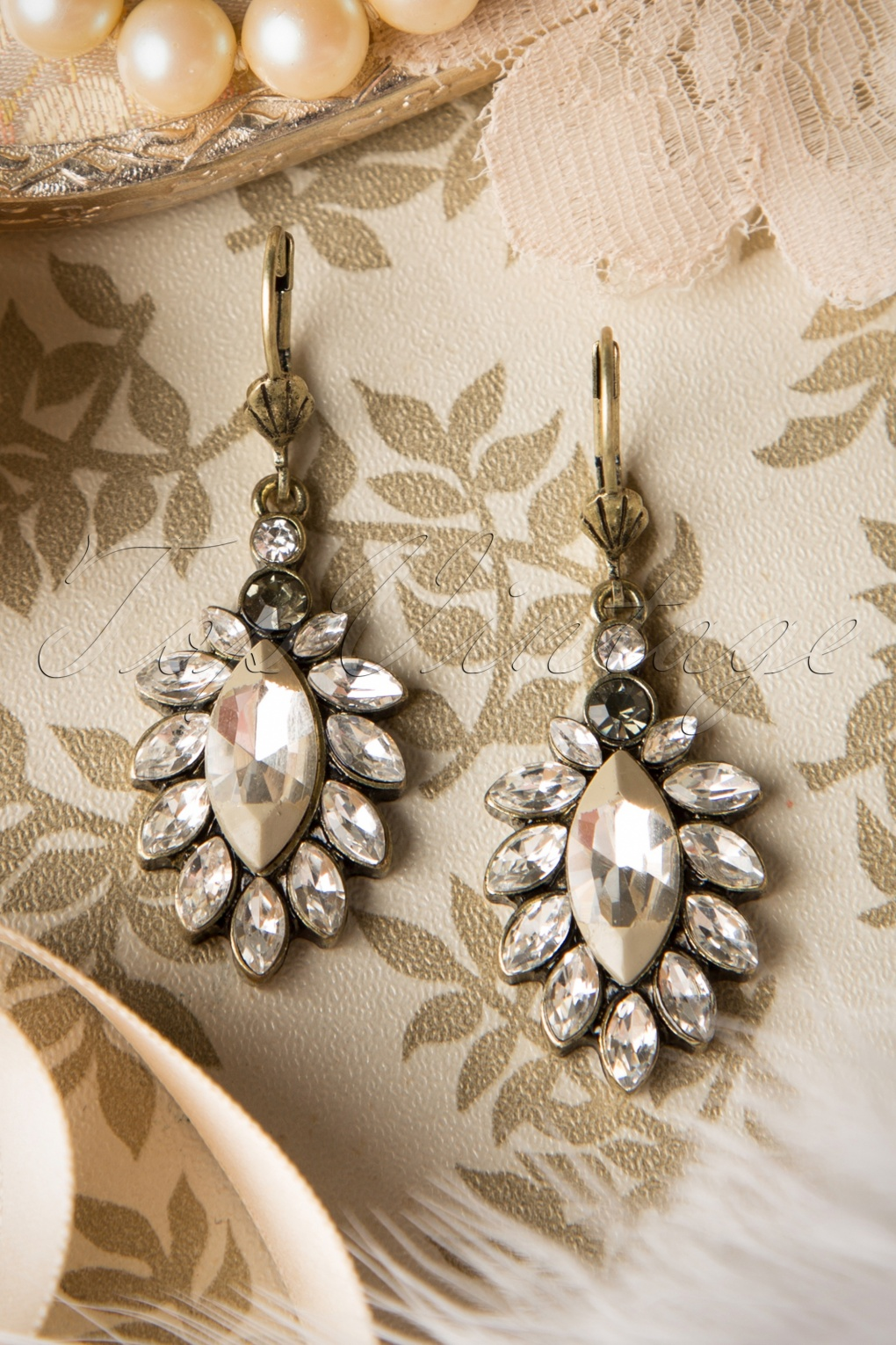 Vintage Style Jewelry, Retro Jewelry 50s Sweet Leaf Pearl Earrings £21.89 AT vintagedancer.com