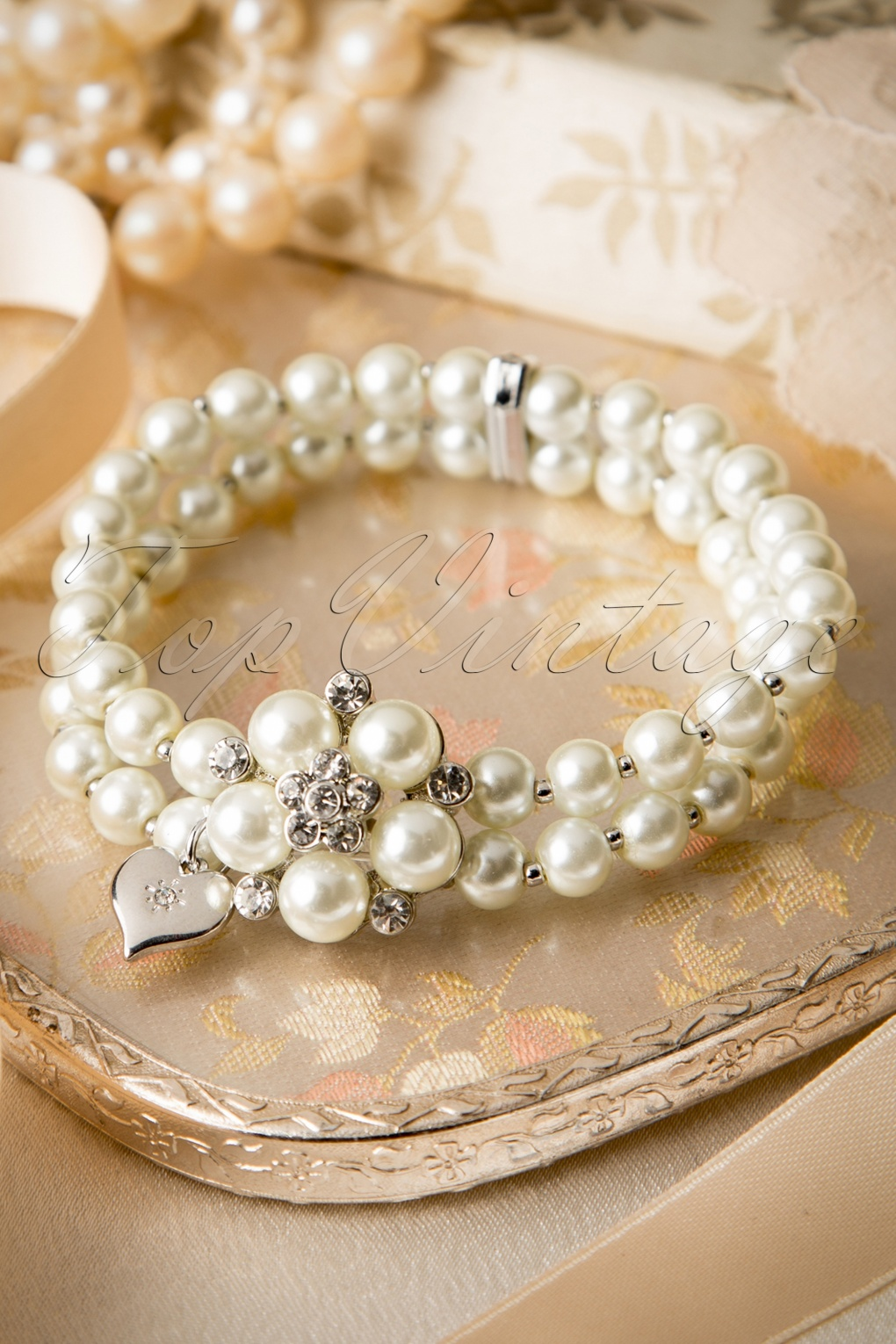 Vintage Style Jewelry, Retro Jewelry 50s Audrey Cream Pearl Bracelet £26.28 AT vintagedancer.com