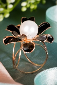 50s Gorgeous Flower Scarf Ring in Black