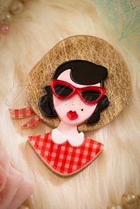 TopVintage exclusive ~ 60s Picnic Portrait Brooch